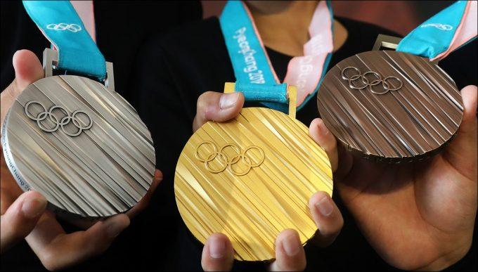 平昌五輪 メダル デザイン 総メダル数 金メダル 値段