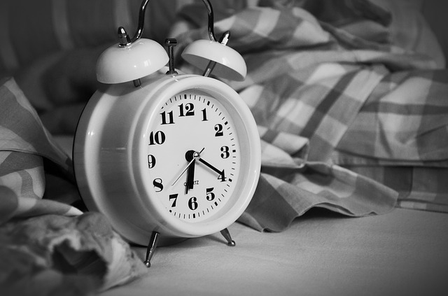 朝寝起きに足の裏が痛いのは病気?原因はかかとや土踏まずで違う?
