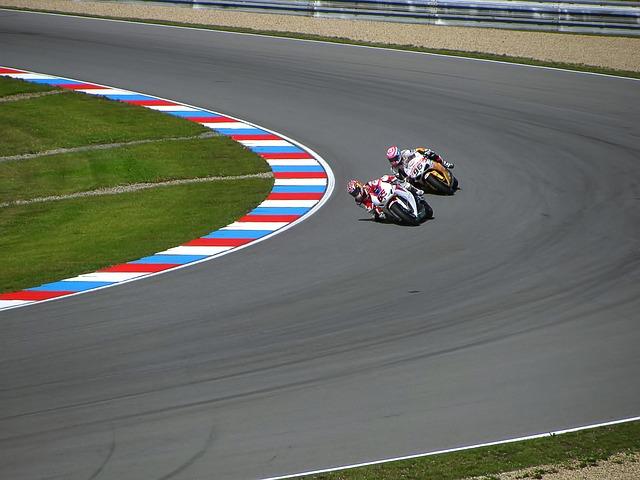 racing-217441_640
