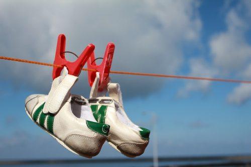 洗った 靴 濡れた スニーカー 早く乾かす方法 便利グッズ
